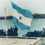 6 de noviembre: Se iza por primera vez la bandera Argentina en las Islas Malvinas