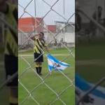 Convirtió un gol, festejó con una bandera de Malvinas y el árbitro lo expulsó