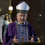 """Obispo filipino pide que se abstengan de los """"aplausos durante la misa"""""""