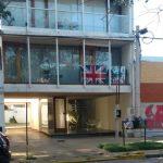 La Plata: embanderó su balcón con la bandera inglesa